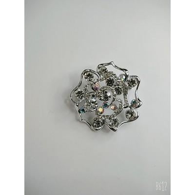 Брошь круглая в форме цветка в белом металле с белыми стразами