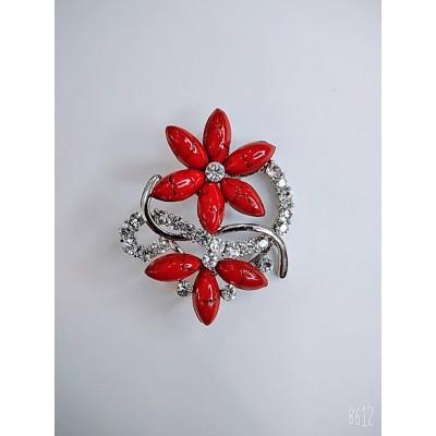 Брошь цветок в белом металле с камнями под карал и белыми стразами