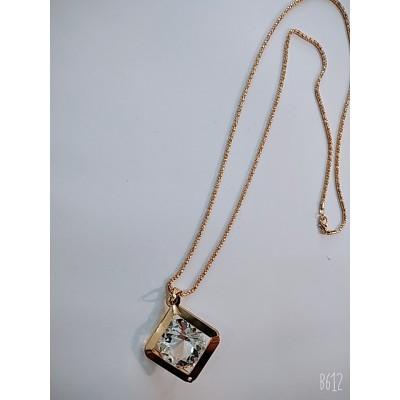 Крупный кулон на длинной цепочке, металл под золото, длина цепочки 75см.